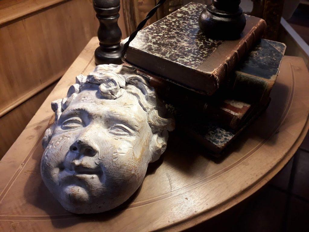 Noleggio mobili per set cinematografici a Roma